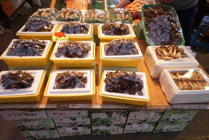 ソウルのお買い物 京東市場(キョンドンシジャン)編 魔法の白い韓方粉と不思議な黒いキノコ、コウタケ_a0223786_11312984.jpg