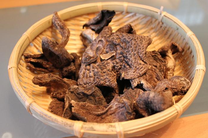 ソウルのお買い物 京東市場(キョンドンシジャン)編 魔法の白い韓方粉と不思議な黒いキノコ、コウタケ_a0223786_11315927.jpg