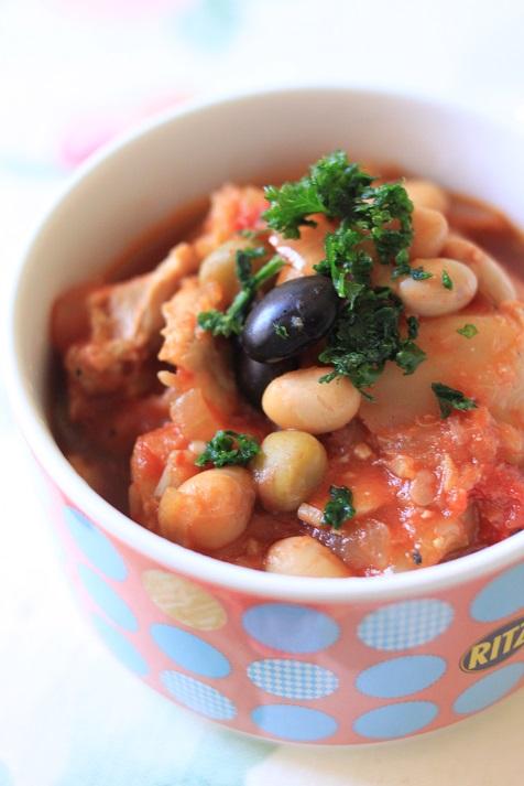 鍋に入れて煮込むだけ!レシピ「鶏もも肉とキャベツと蒸し豆のトマト煮」♪_a0154192_20164068.jpg