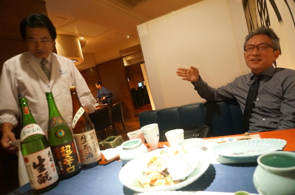 親しい友と呑む酒は旨い。_c0180686_11075618.jpg