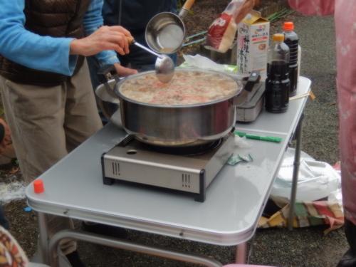 雨も上がり..芋煮会開催!_b0137932_1656305.jpg