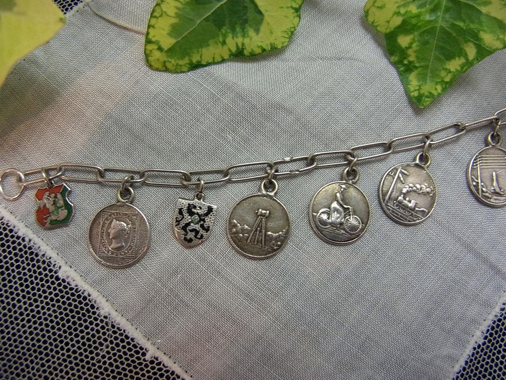 ヴィクトリア女王・ダイアモンドジュビリー記念メダル・ブレスレット_d0127182_16225067.jpg