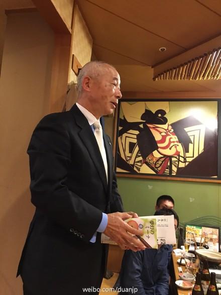 日本僑報社第一回文芸新人賞を龍九尾さんに授与した_d0027795_1912159.jpg