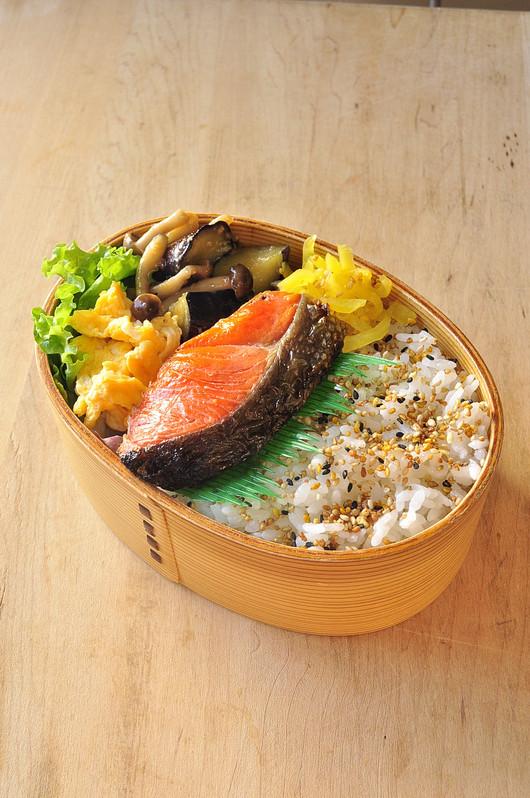 鮭と味噌炒め弁当_b0171098_9473682.jpg