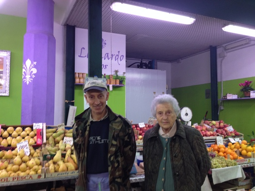 中央市場のレオナルドと柿_a0136671_2491183.jpg