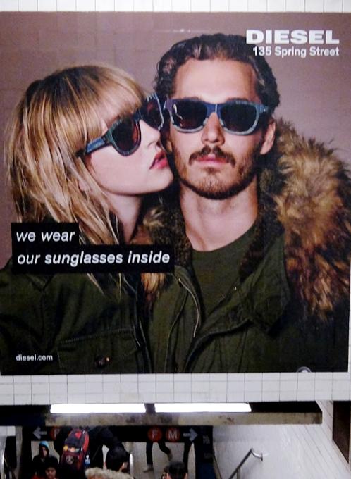 NYの地下鉄で見かけた大喜利の「写真で一言」のような広告_b0007805_1215884.jpg