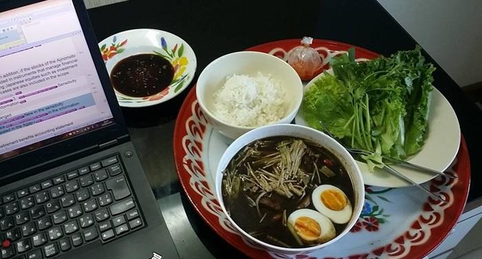 鍋はみんなで食べるほうが美味しい?_e0182138_1318618.jpg