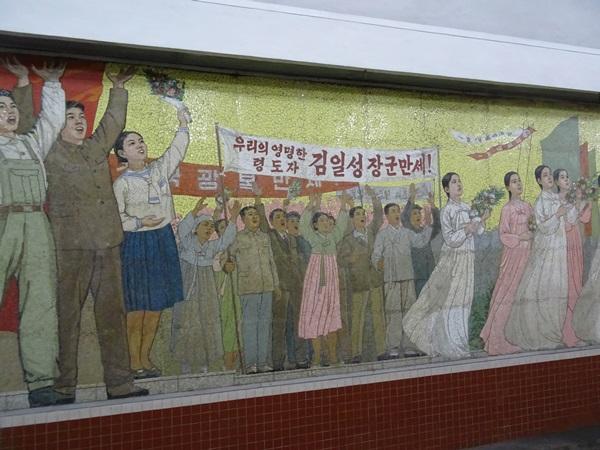 めっちゃ豪華な地下鉄☆平壌、北朝鮮ツアー2015_e0182138_2210136.jpg
