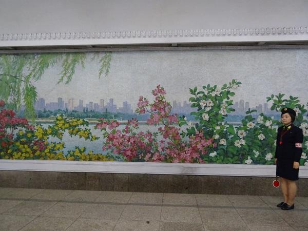 めっちゃ豪華な地下鉄☆平壌、北朝鮮ツアー2015_e0182138_22102939.jpg