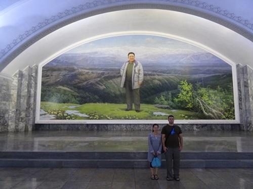 めっちゃ豪華な地下鉄☆平壌、北朝鮮ツアー2015_e0182138_22112684.jpg