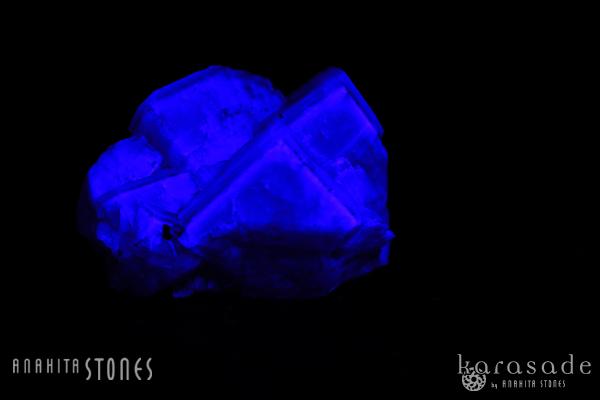 蛍光パープルフローライト原石(イングランド、グリーンロウズ産)_d0303974_1052134.jpg