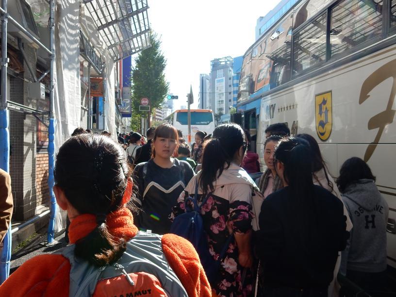 東新宿はインバウンド先進エリアです~外客向けホステルが開業(ツアーバス路駐台数調査 2015年11月)_b0235153_13294323.jpg