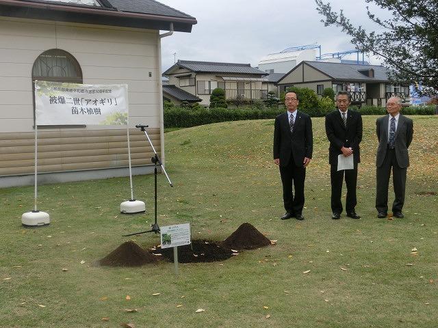 米の宮公園で被爆二世「アオギリ」の苗木の記念植樹_f0141310_7184395.jpg