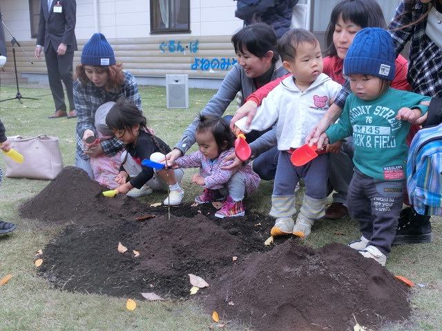 米の宮公園で被爆二世「アオギリ」の苗木の記念植樹_f0141310_7203541.jpg