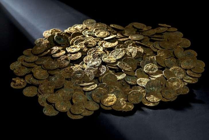 サクランボ果樹園から古代ローマ時代の硬貨4000枚、スイス _b0064113_121451.jpg