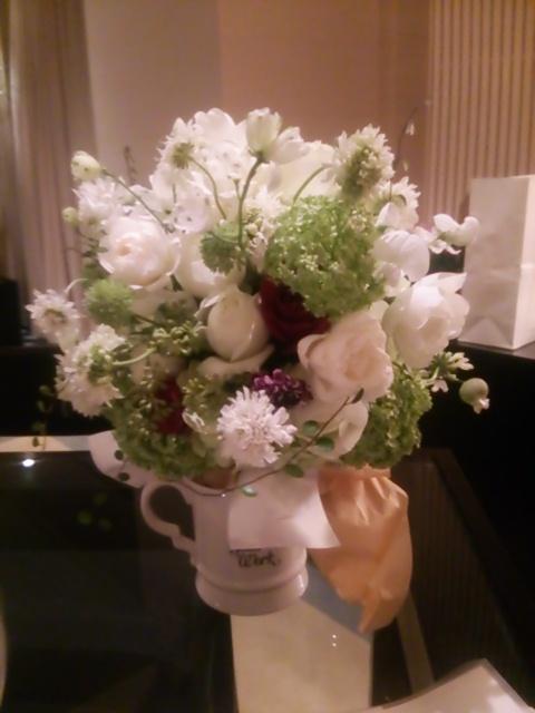 新郎新婦様からのメール パークハイアット東京様へ 挙式日翌日、ブーケとご両親への贈呈花 _a0042928_1632419.jpg