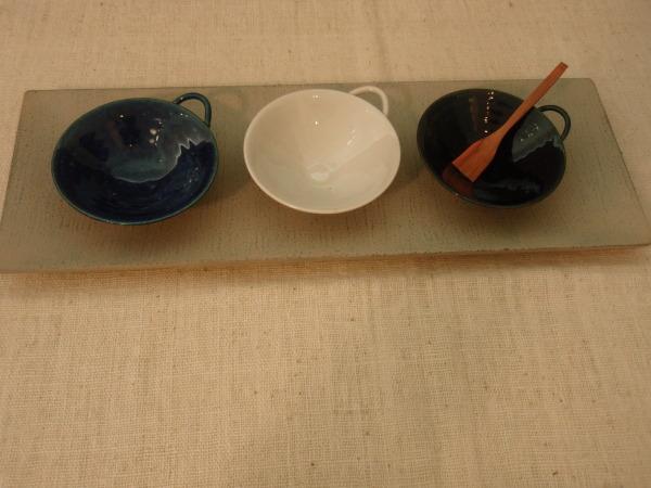 臼田けい子さんのルリ色と白のうつわ_b0132442_17284883.jpg