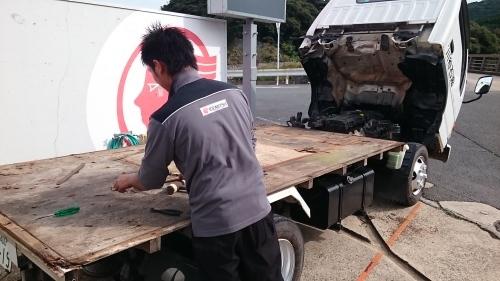 トラックの修理だす。_f0358212_18023658.jpg