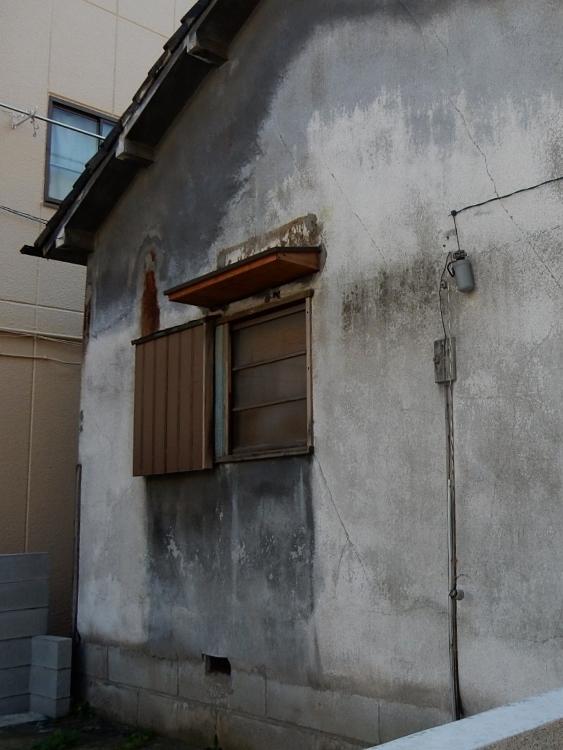 壁のにじみ_c0156717_08182043.jpg