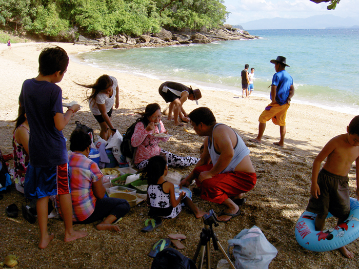 Puerto Galera beach hopping with a group of my wife\'s clan_e0202828_07581346.jpg