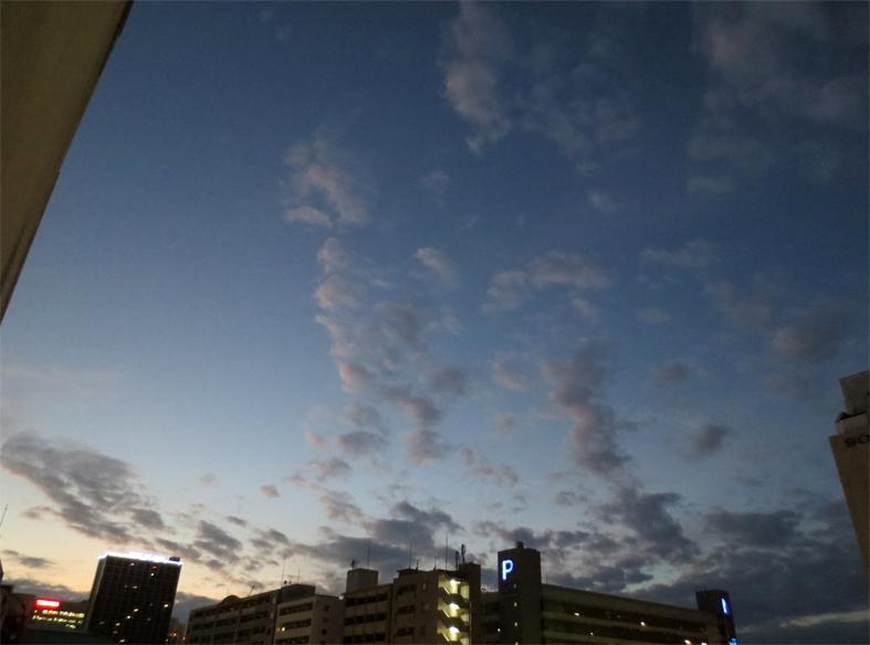 ■ピンク色の空に我が身を遁す時──週替わりの夕暮れ[11/19-22]_d0190217_2285815.jpg
