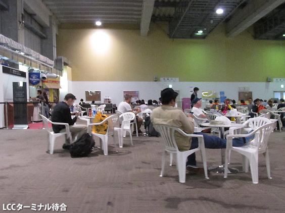 専用ターミナルでとても不便になった那覇空港LCCターミナル_c0167961_23521776.jpg