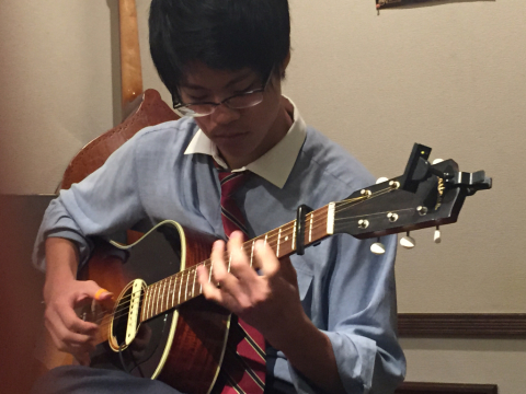 色々なスタイルのソロギターリストの名演!!_d0225380_12372866.jpg
