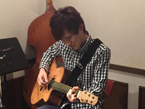 色々なスタイルのソロギターリストの名演!!_d0225380_12373025.jpg