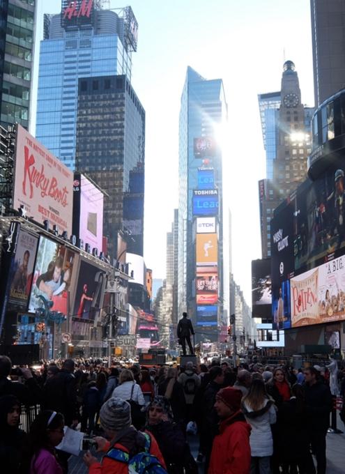 NYタイムズ・スクエアにある縦23.7m×横119.7mの世界最大HDデジタル看板(HD Digital Billboard)_b0007805_22341047.jpg