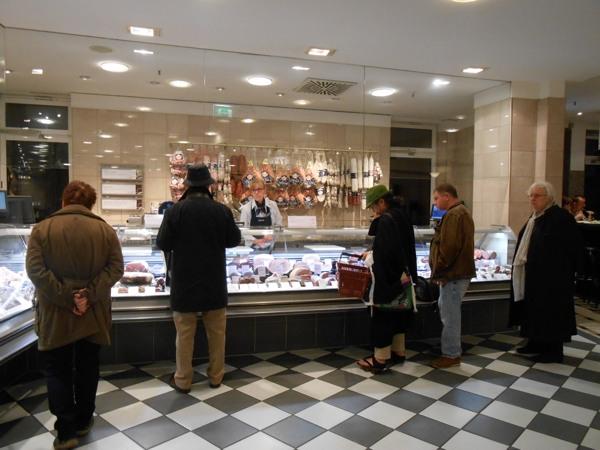 ベルリン1 ベルリンでイノシシ肉を料理。珍しいウナギの薫製も!_a0095931_12112749.jpg