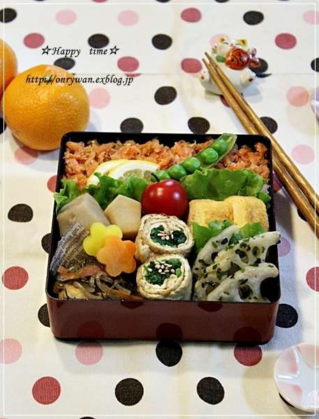 鮭フレークご飯弁当と黒ごまバゲット♪_f0348032_18224766.jpg