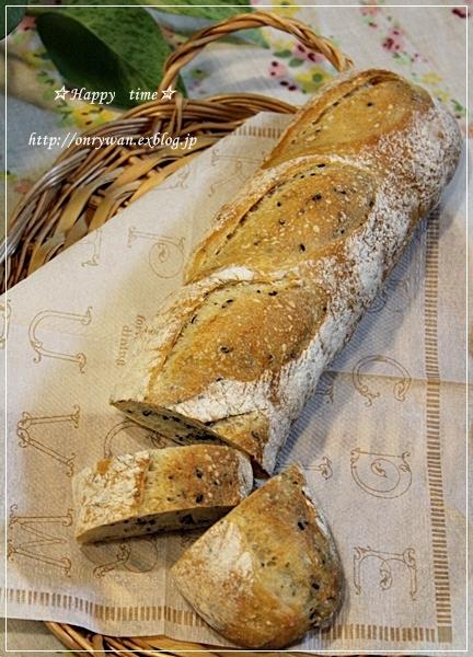 鮭フレークご飯弁当と黒ごまバゲット♪_f0348032_18504739.jpg