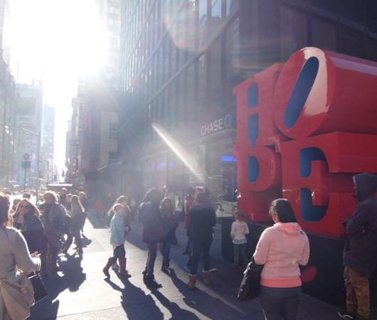 NYの街角には、希望(HOPE)と愛(LOVE)がある_b0007805_0302990.jpg