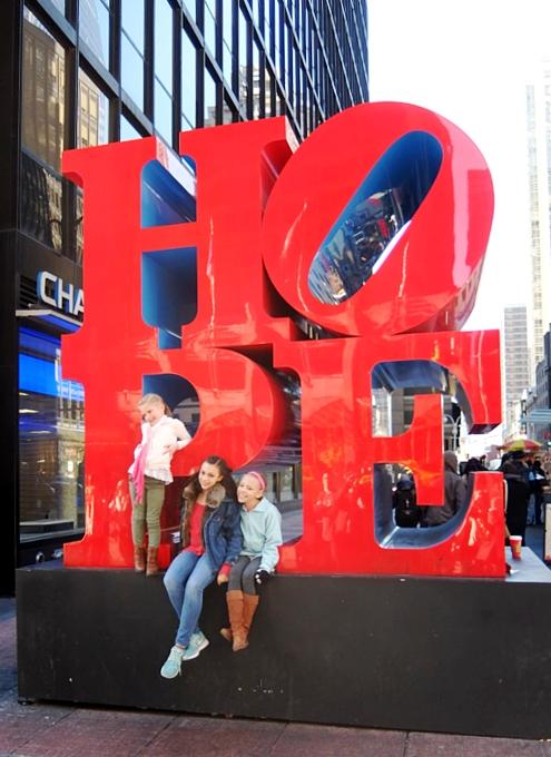 NYの街角には、希望(HOPE)と愛(LOVE)がある_b0007805_20163684.jpg