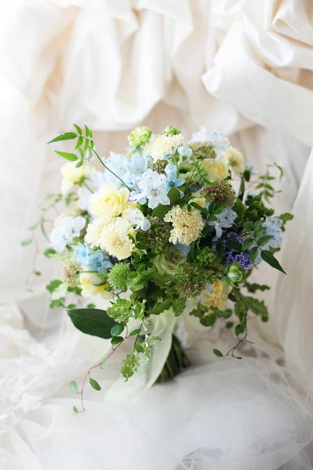 クラッチブーケ 綱町三井倶楽部さまへ、緑と青と黄色のドレスに_a0042928_18232895.jpg