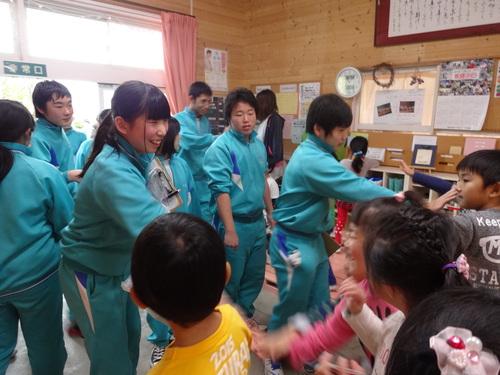 中学生が遊びにきてくれました!_d0166047_1320172.jpg