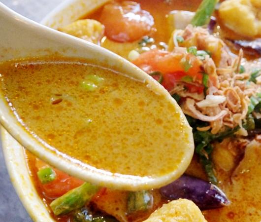 安くて美味しい!!! アジアン・スパイシー・カレー(Asian Spicy Curry)の野菜カレー・ヌードル_b0007805_10215840.jpg