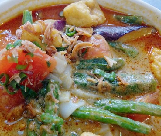 安くて美味しい!!! アジアン・スパイシー・カレー(Asian Spicy Curry)の野菜カレー・ヌードル_b0007805_102228100.jpg
