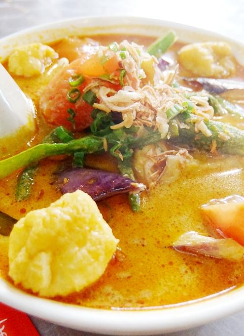 安くて美味しい!!! アジアン・スパイシー・カレー(Asian Spicy Curry)の野菜カレー・ヌードル_b0007805_10235835.jpg