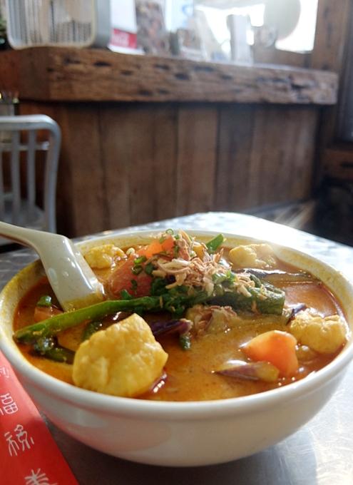 安くて美味しい!!! アジアン・スパイシー・カレー(Asian Spicy Curry)の野菜カレー・ヌードル_b0007805_954548.jpg