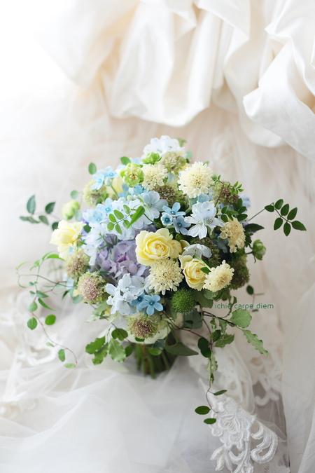 クラッチブーケ 綱町三井倶楽部さまへ、緑と青と黄色のドレスに_a0042928_12241970.jpg