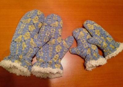親子でお揃いもかわいい!もっこもこのミトン手袋