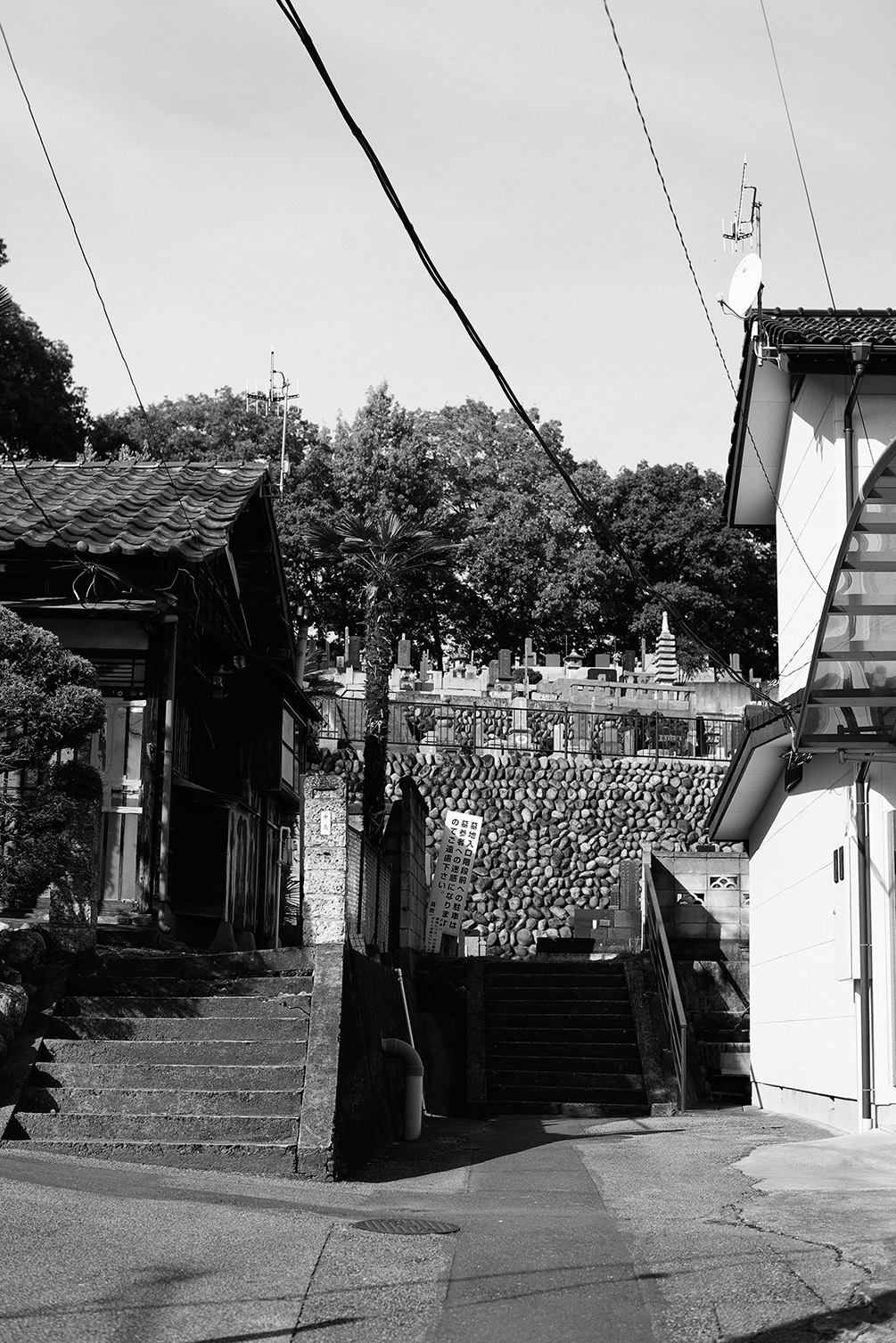 墓地入り口_f0121181_571317.jpg