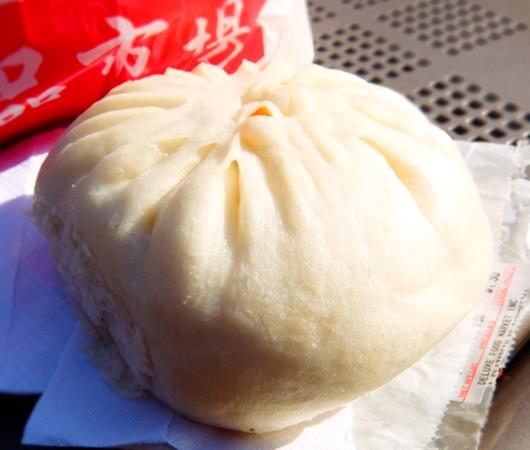 3ドルで満腹に?! 徳昌食品市場(Deluxe Food Market)の肉まんやお惣菜パン_b0007805_78365.jpg