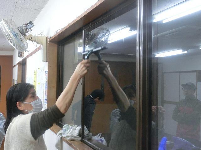 まずは「自助」から! 駿河台三丁目の「窓ガラスの飛散防止フィルム講習会」_f0141310_7383347.jpg
