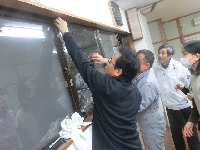 まずは「自助」から! 駿河台三丁目の「窓ガラスの飛散防止フィルム講習会」_f0141310_7385953.jpg