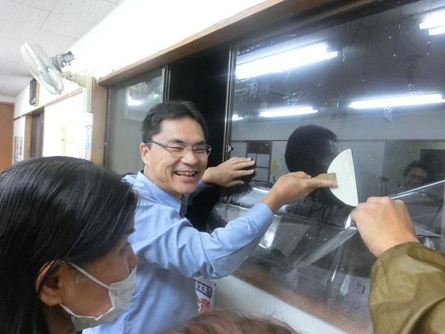 まずは「自助」から! 駿河台三丁目の「窓ガラスの飛散防止フィルム講習会」_f0141310_7443938.jpg