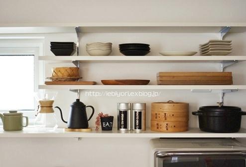 お気に入りのキッチン雑貨&よく使う食器はオープン棚を利用して見せる収納に!