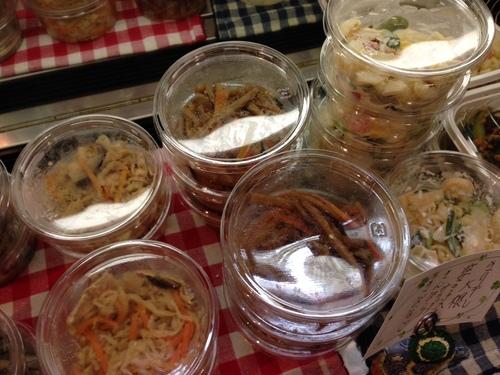 手作りお惣菜充実中♪きびなご、数の子入りサラダ、きんぴら、切り干し大根、安納芋♪_c0069047_1973638.jpg