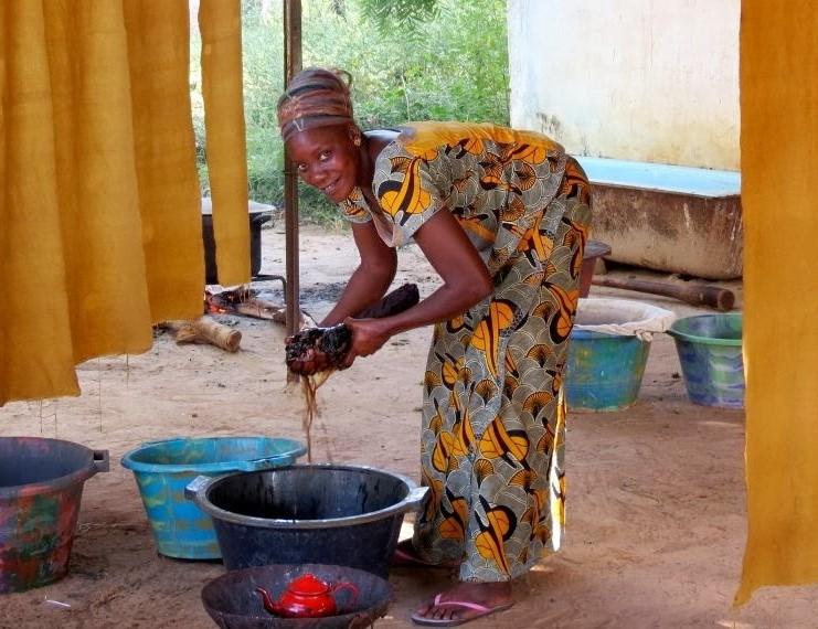 セネガル内陸部のマームサンバの工房_b0207873_892718.jpg